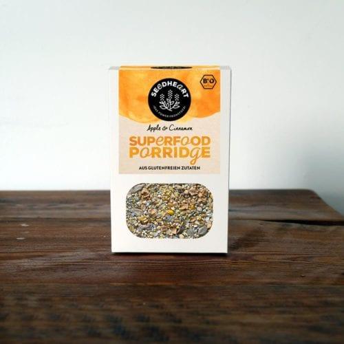 Leckerer glutenfreier Superfood Porridge aus Saaten, Kernen und Apfelstücken