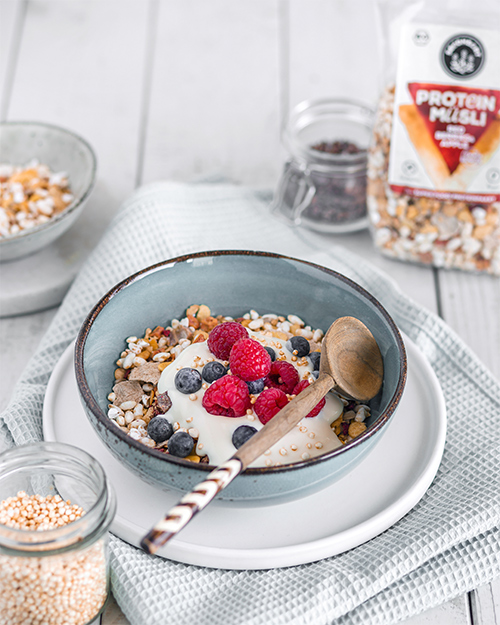 Red-Berries-&-Apple-Protein-Muesli-Serviervorschlag